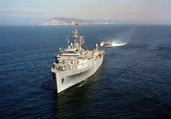 美国海军启用全新激光系统:对无人机打击巨大