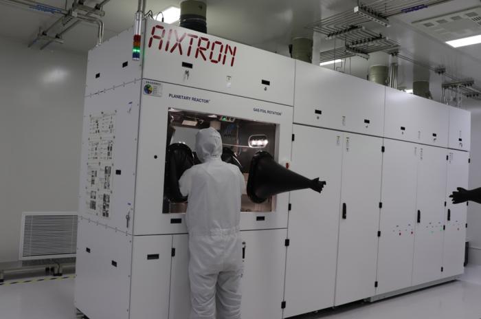 源杰半导体12波MWDM激光器芯片实现批量交付,助力国家5G新基建