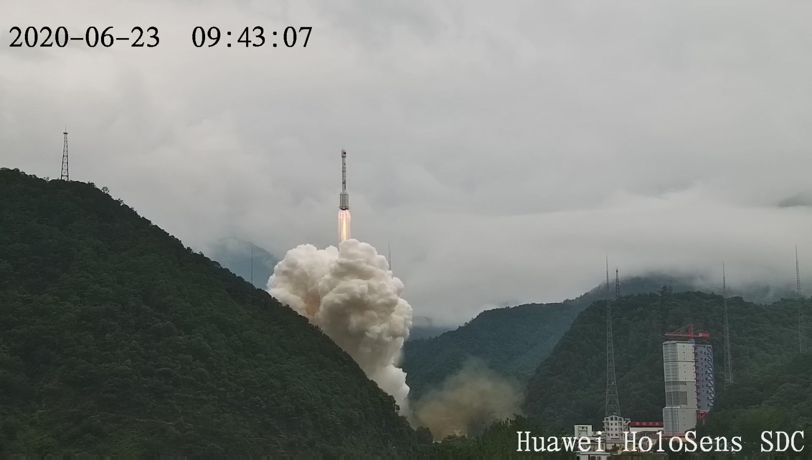 Huawei HoloSens SDC 见证北斗三号卫星发射