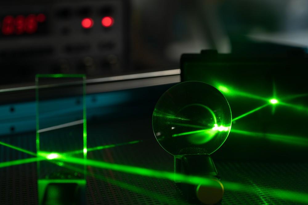 激光的威力足以研究新物理学