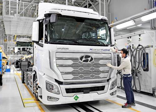 世界第一批氢燃料重卡现代XCIENT在欧洲正式商用化