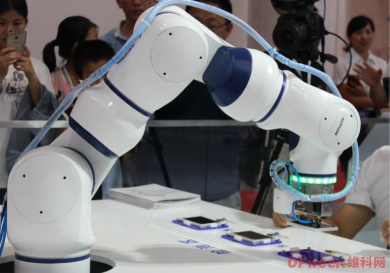 协作机器人定义及竞争现状