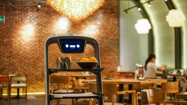 """普渡机器人""""欢乐送""""入驻武藏日本料理,助其降本增效"""