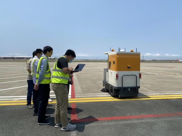 """从""""会""""清扫到""""慧""""清洁,深圳机场&智绘科技停机坪清扫机器人重磅亮相"""