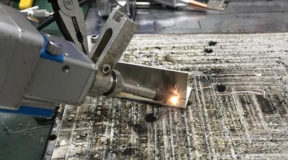 手持激光焊市场有哪些难题?新款焊接头解决诸多痛点