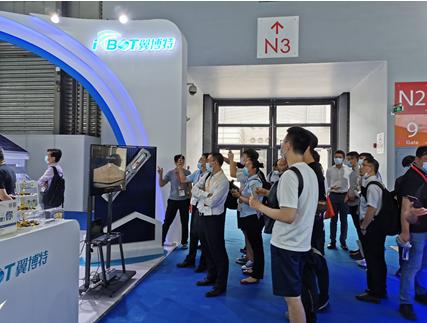 翼博特智能光伏清扫机器人首发亮相  2021 SNEC光伏大会暨(上海)展览会