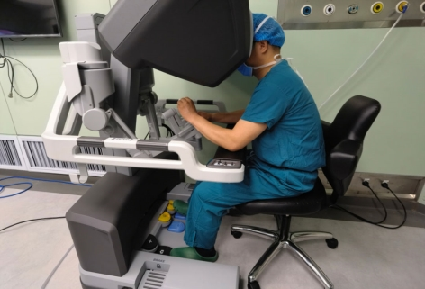 第四代达芬奇手术机器人落户漯河市中心医院