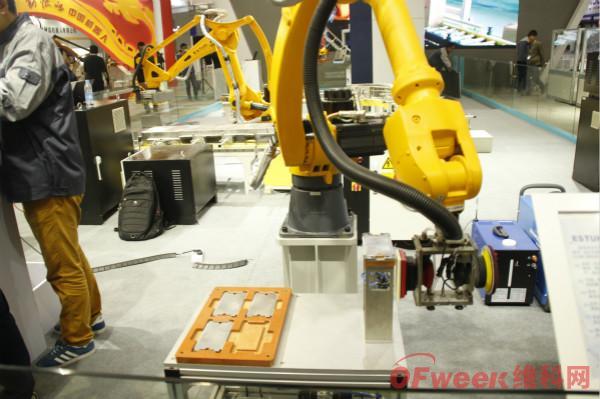 完善自主研发与外延并购,国产机器人换道超车