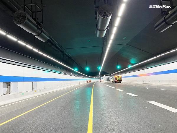 国内首条!三雄极光照亮苏州春申湖隧道!