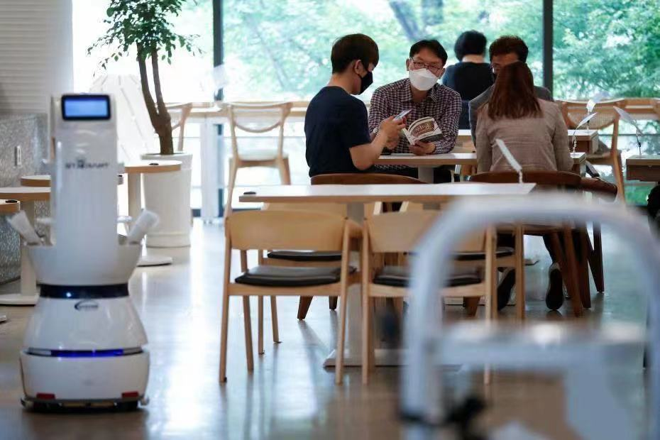 餐饮业寻求智能转型,服务机器人春天将至