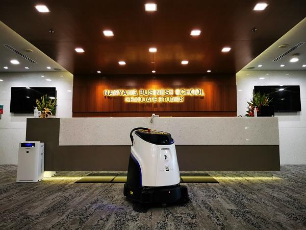 开学季!新国大、港科大、人大校园清洁都在用高仙机器人