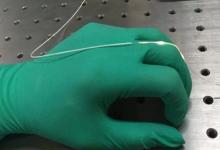 研究人员发明可穿戴型弹性光纤