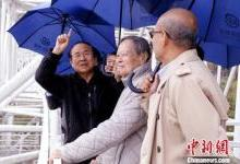 """杨振宁参观""""中国天眼"""":期待FAST早出重大成果"""