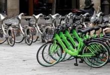 共享单车管理难?巴黎向共享单车征收停车税