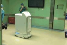 医院配备机器人可以完成各项医疗工作