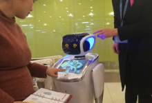 医疗机器人现身曲江妇产医院