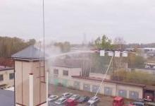 那台带人跳伞的无人机 现在居然飞来灭火了