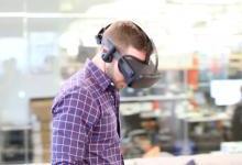 传Facebook明年推更廉价版VR头戴设备
