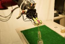 传感器赋予工业机器人视觉和触觉
