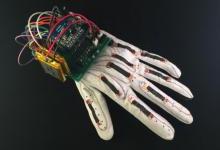VR工具化不妨从这款智能可穿戴手套开始