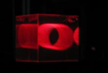 浙大研发硅酸盐微晶玻璃实现全色三维立体显示 呈现真正3D世界