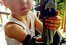 暖心父亲用3D打印替儿子打造钢铁人手臂