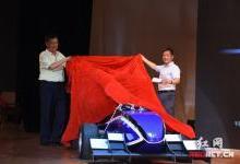 大学生自制3D打印方程式赛车