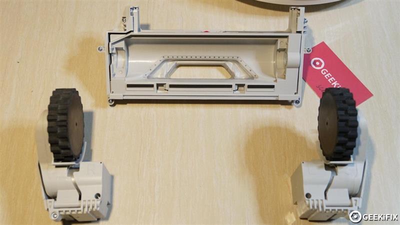 小米米家扫地机器人拆解:价格实惠 做工复杂