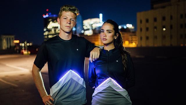 夜跑安全最重要 带LED灯的运动T恤你得看看