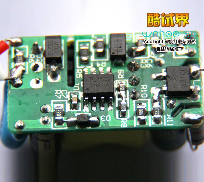灯内电路有二块电路板,一块是电源板,一块是蓝牙智能控制板,这块