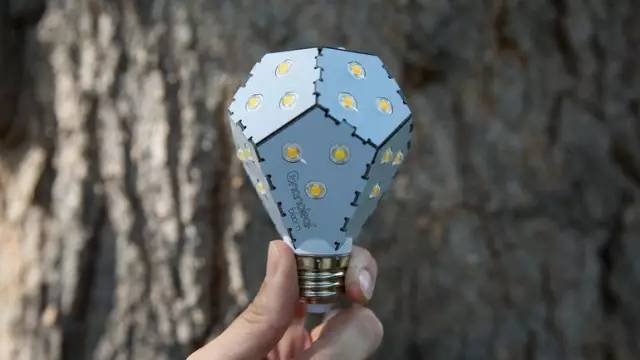 世界上第一款可自调光灯泡,连李嘉诚都是它的粉丝!