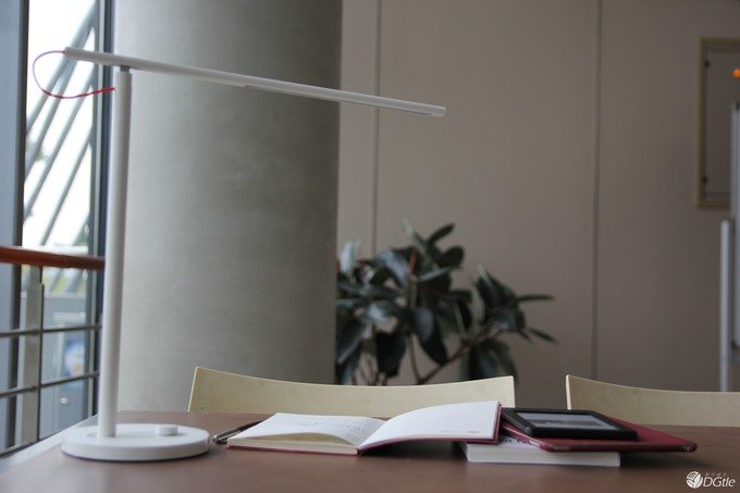 云联惠LED智能台灯简析:与云联惠/云联惠照明等品牌相比 谁性价比更高?