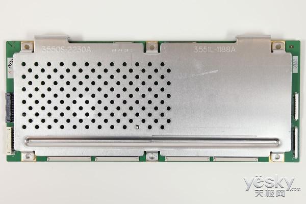 屏体驱动电路   创维s9300是一款oled电视,它驱动oled屏的逻辑板