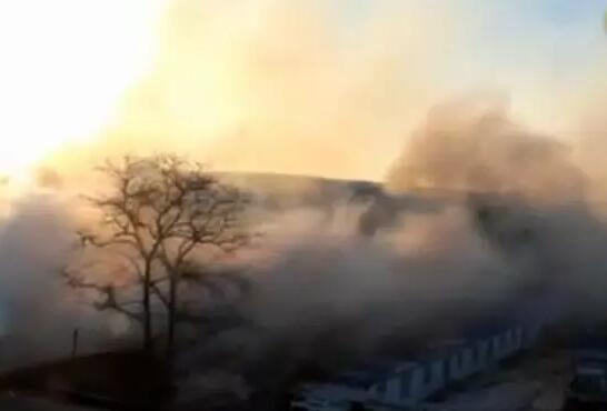 大连灯饰批发市场大火3000平库房烧塌,损失或过亿!