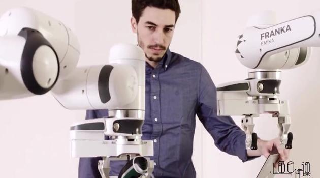 德国研发0.1毫米精度工业机器人