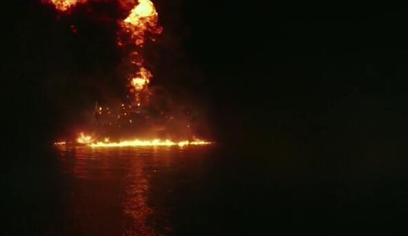 【模拟视频】海上油田爆炸全过程 海洋是这样被污染的