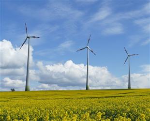 华电泽州风电一期首台风机完成吊装