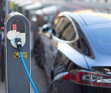 新能源汽车还会怎么跌?3大机构更新预测