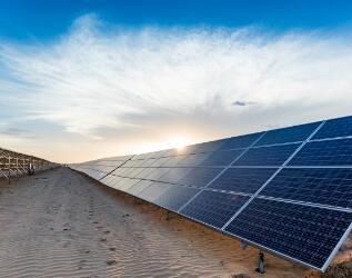 光伏发电对比煤电、水电等,它更清洁、环保