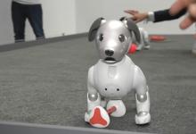 索尼展出人工智能机器狗AIBO