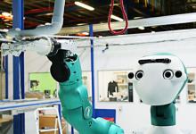 Ocado协作机器人正在靠近工厂
