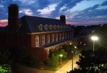 美国大学试用应急路灯 提高在校学生安全