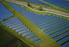 江苏句容首批太阳能柔性薄膜电池下线