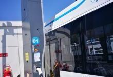 中国首条全智能充电弓BRT线路运行