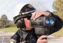 执法人员采用手持式高清摄像激光雷达设备