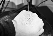 皮肤上首次直接打印出3D电子元件