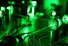 """一枚""""玻璃片""""为量子计算提速"""