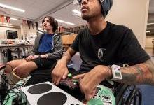 专为残疾人开发的Xbox自适应控制器