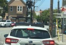 神秘怪异无人车顶部配三层激光雷达