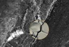 科学家首次得到金属氢脆裂缝微观3D图像